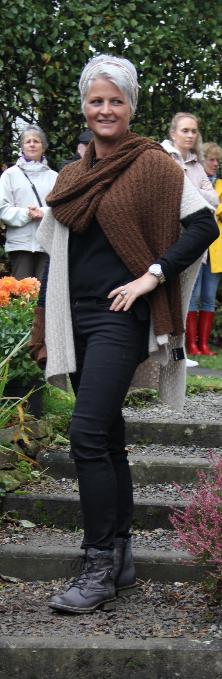 Schal aus Eigenproduktion + Überwurf La Alpaca