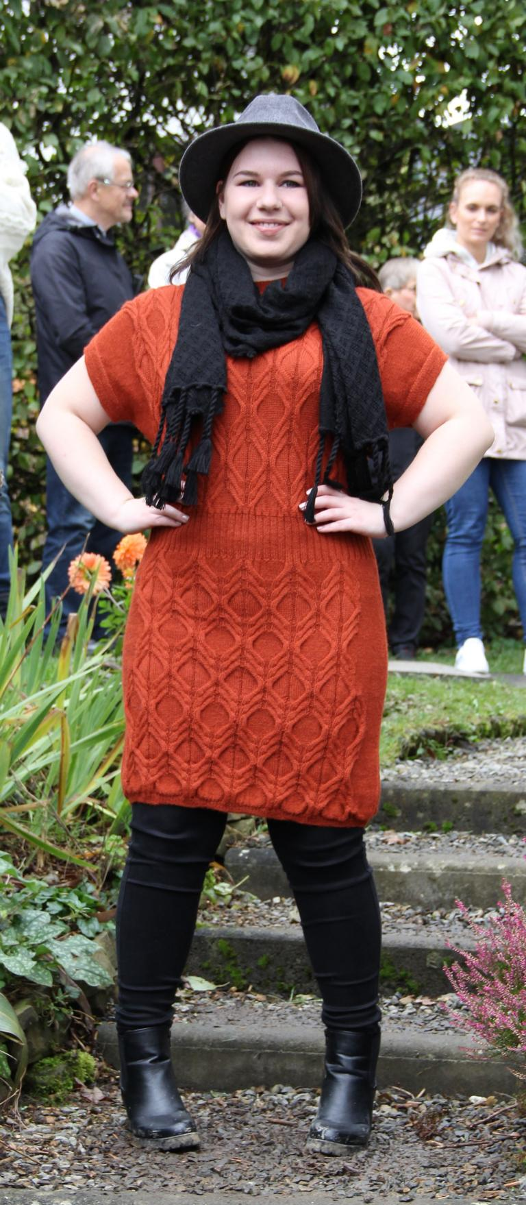 Kleid orange + Stola natural style